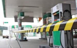 Auto Posto Barão do Litoral, na Enseada, em Guarujá, foi fechado ontem